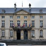 Das Rathaus von Couseulles-sur-Mer.