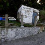 Nebengebäude der Tahitibar am Strand von Saint-Pol-de-Léon.