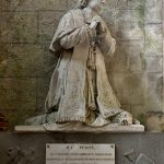 Statue von Mons Péron, einem Prinzipal des Kollegs von Léon (gestorben 1827). @ Klaus W. Schmidt