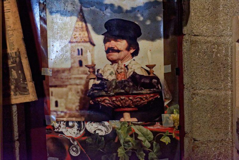 Ein Foto im Weinkeller: George Bryczek kann als Pole und als Franzose durchgehen