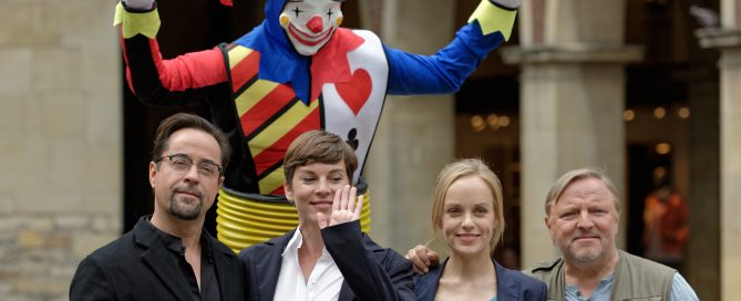 Jan Josef Liefers und Axel Prahl zusammen mit Friederike Kempter (links) und Viktoria Mayer