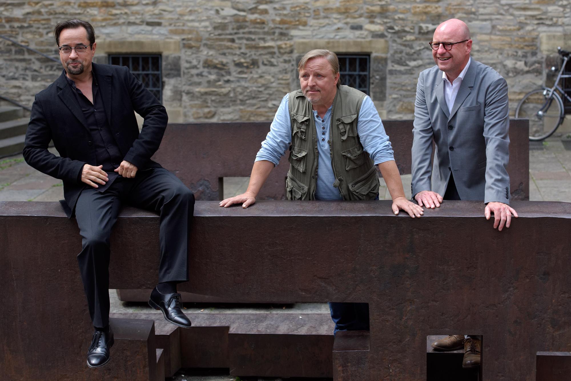 Jan Josef Liefers und Axel Prahl zusammen mit dem Münsteraner OB Markus Lewe (rechts)