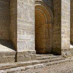 Das Gemäuer der romanisch-gotischen Kathedrale Saint-Julien du Mans