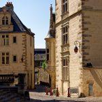 Hinter der romanisch-gotischen Kathedrale Saint-Julien du Mans