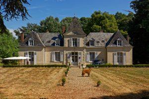 Das Haupthaus des Hôtel Domaine de Châtenay au Mans, ehemals ein Gut