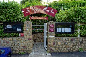 Nach Suchfahrt gefunden: Der Eingang zum 'Vieux Moulin' in Neuville-sur-Sarthe