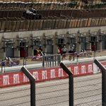 Blick in die Boxengasse mit Formeldoppelsitzern für das Training mit Anfängern
