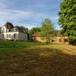 Auf dem Gelände des Hôtel Domaine de Châtenay au Mans