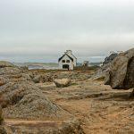 Wie locker hingewürfelt stehen Häuser auf den Rochers