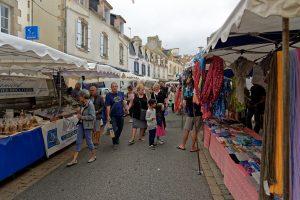 Markt n den engen Straßen von Le Guilvinec