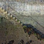 Im Port Rhu eine an der Kaimauer angebrachte steinerne Treppe bei Ebbe