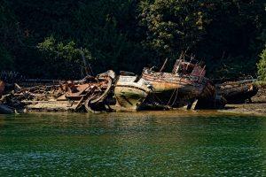 Ein Brauch: Ausgediente Boote werden Wind und Wetter überlassen