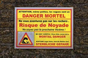 Auf dem Weg zum Hafen DIE Warnung: Sterbliche Gefahr!