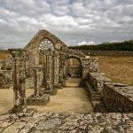 Deutlich sind die Strukturen der Kapelle zu erkennen, hier eines der beiden Setenschiffe