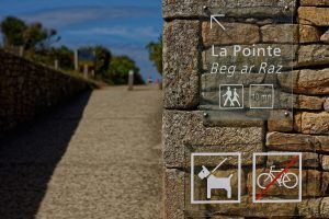 Hier beginnt der Fußweg zur Pointe du Raz