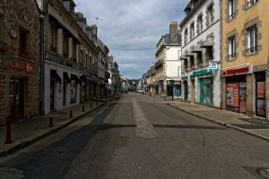 Leere Straßen in Pont l'Abbé