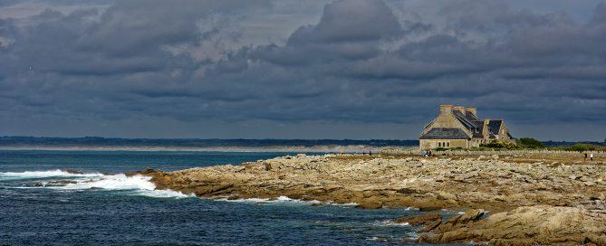 Auf den Rochers, den Felsen von St. Guénolé in Richtung des Plage de Pors Carn / Plage de la Torche