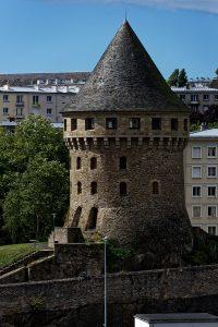 Auch eines der wenigen Überbleibsel nach dem Krieg: La Tour de la Motte-Tanguy, ein Museum