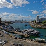 In Brest der Blick über 'La Penfeld' in Richtung Hafenausgang. Links die Festung, rechts 'La Tour Tanguy'