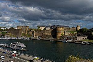 Die Burg von Brest vom Jardin des Explorateurs aus gesehen