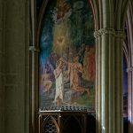 Die Kathedrale Saint Corentin in Quimper ist mit einem Kapellenkranz an der Apsis versehen und, von den Seitenschiffen abgehend, mit kleinen Kapellen, in denen Gemälde angebracht sind