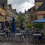 Vermutlich spannend gestalten sich die mit Umzügen vebundenen Einrichtungen der Wohnungen in den Häusern der Altstadt von Quimper, wie hier am Place Terre au Duc