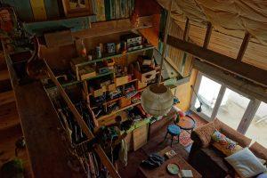 Bei Claudine in der zum Wohnhaus umgebauten Fabrik kann man in vielen Bereichen von oben nach unten durchgucken