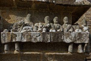Am Calvaire von Tronoan Abendmal aus Stein