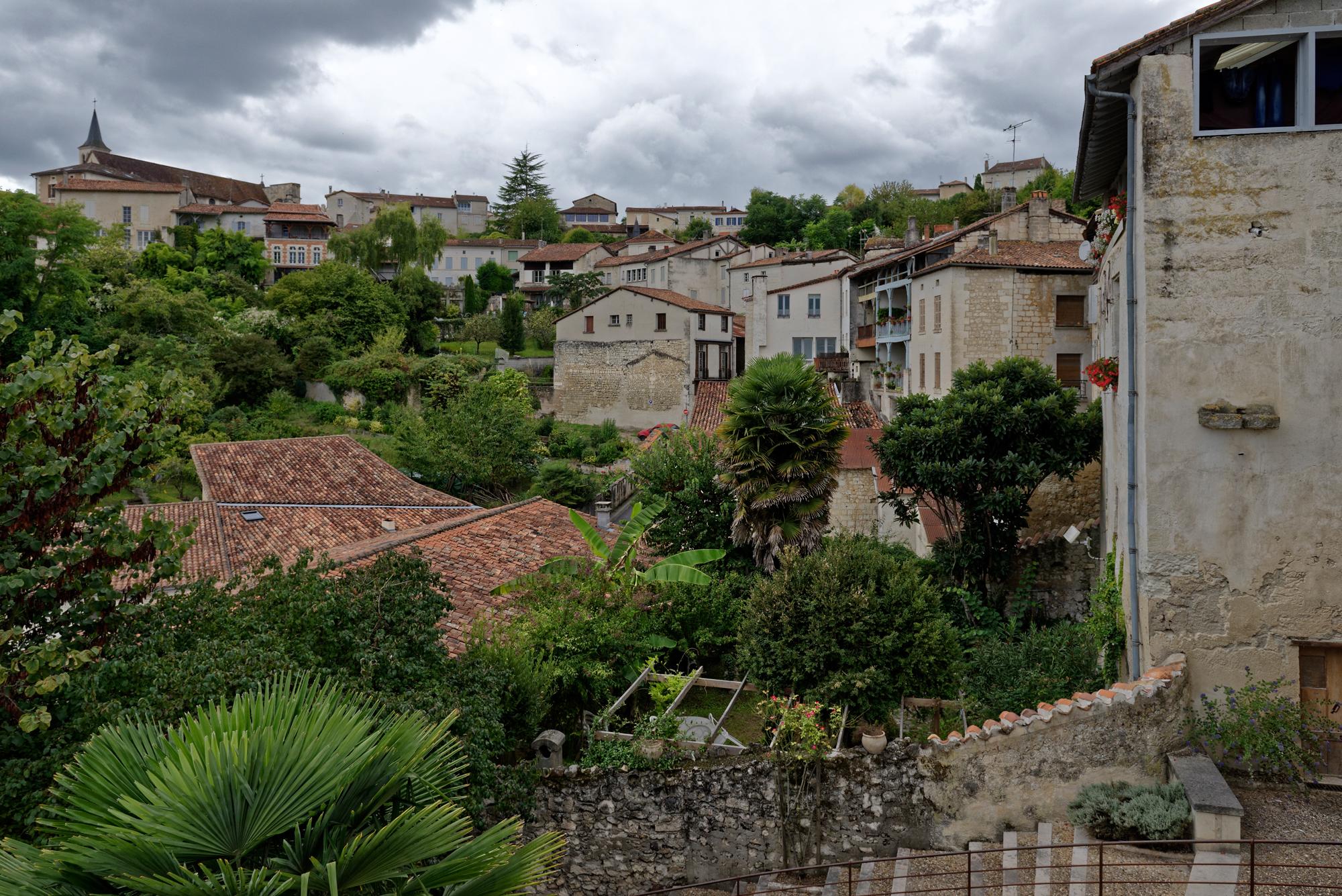 Aubeterre-sur-Dronne, ein idyllisches Dorf über dem Tal der Dronne