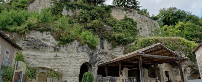 Der Eingang in die Église Monolithe Saint-Jean