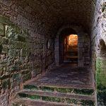 Einer der Gänge unter den Mauern