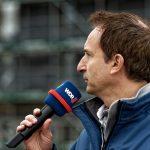 WDR Lokalzeit-Reporter Ralf Henscheidt berichtet live von der Reuterbrücke aus