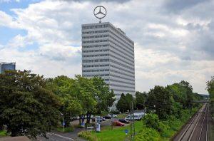 Das Bonn-Center von der Reuterbrücke aus, noch intakt. Foto: Sepp Spiegl