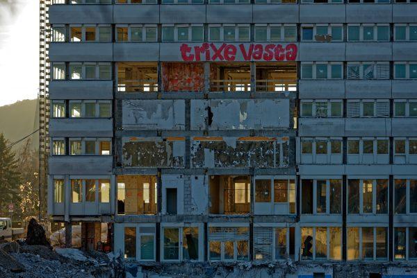 Vorbereitung für den Abriss: Das Bonn-Center-Hochaus sieht aus wie eine Ruine