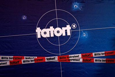 Tatort-Logo auf der Hintergrundwand für den Pressetermin