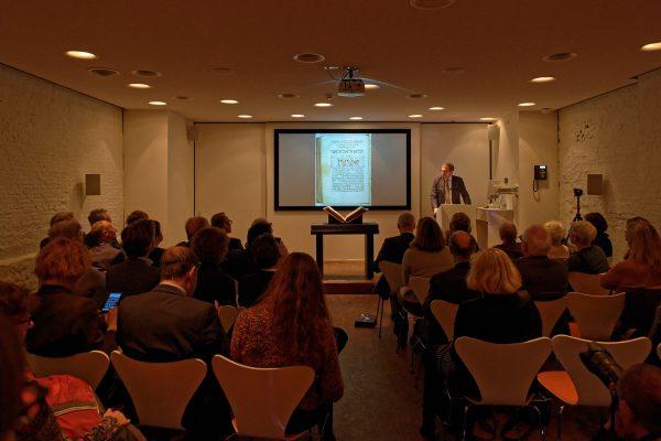 Vorträge und Erklärungen zum Amsterdam Machsor in Anwesenheit des in Frage stehenden Objektes