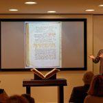 ...und er erläutert die Vorteile einer gemeinsamen Ausstellung der Handschrift
