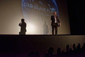WDR-Intendant Tom Buhrow hält im Cinenova in Köln eine einführende Rede vor der Präsentation des ersten Teils der zweiten Staffel der Serie