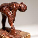 """Miniskulptur aus braun gefärbtem Wachs von Edgar Degas: """"Badende"""""""