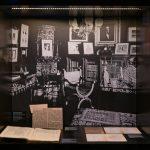 Wohnzimmer von Elsa Helene Cohen mit Werken von Adolph Menzel