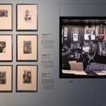 Wohnzimmer von Elsa Helene Cohen mit Werken von Adolph Menzel, daneben hängend die Originale