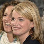 Mira Bartuschek zwischen Alessija Lause (links) und Bea Schmidt (Produzentin der Bavaria Fiction)
