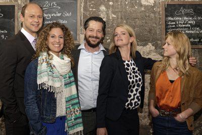 Von links nach rechts: Moritz Fürmann (Bitz), Alessija Lause (Trulla), Fritz Karl (Falk), Mira Bartuschek (Sophie Offergeld) sowie Sinje Irslinger (Mari)