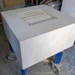 Der Block im Ganzen, die Tiefe des Steins ist noch nicht auf das vorgesehene Maß von 25 Zentimetern beschnitten